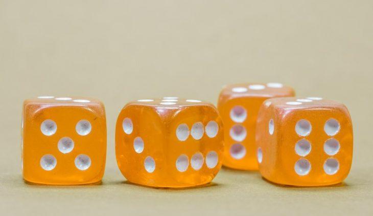 Dobbelspelletjes om de tafels te oefenen